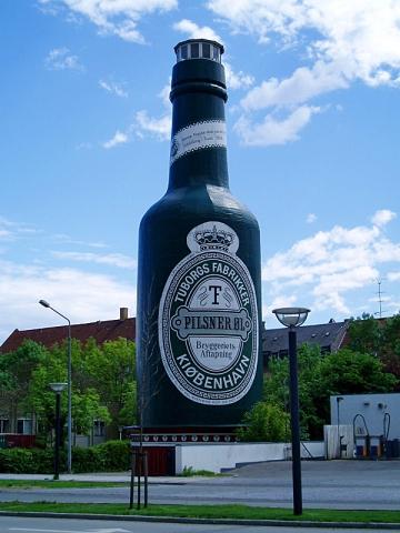 Губить людей не пиво: куди поїхати любителям пінистого - пам'ятник пиву «Tuborg», Копенгаген, Данія