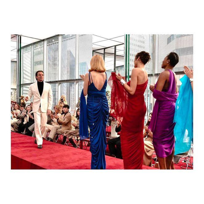 Коллекция вечерних платьев от Netflix и модного дома Halston