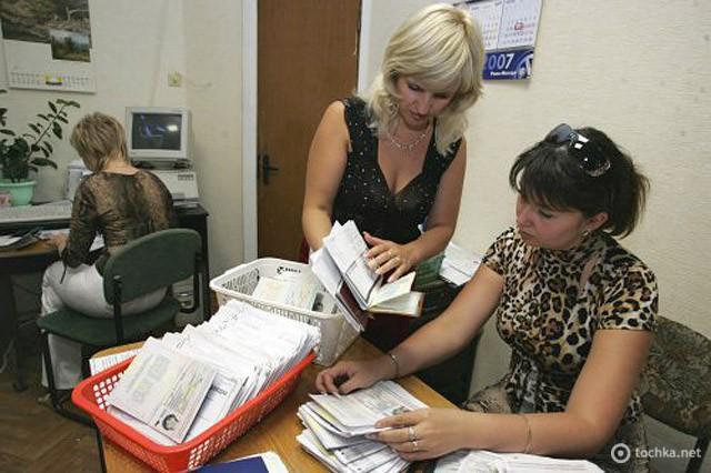 Як отримати закордонний паспорт в Україну