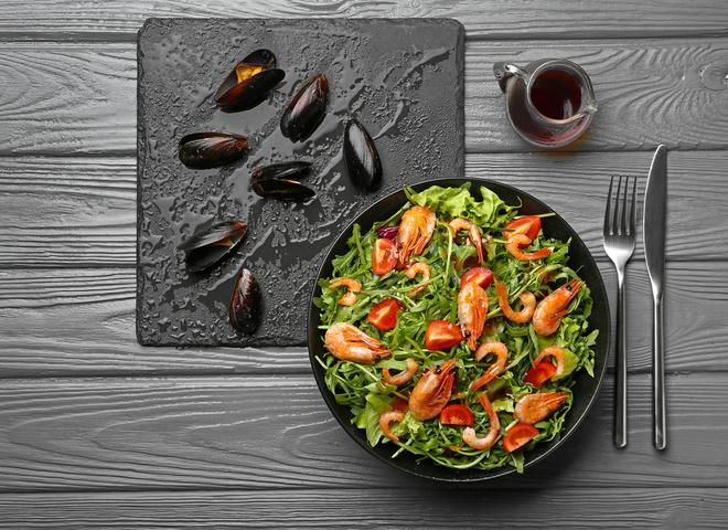 Салат с мидиями: 7 лучших рецептов