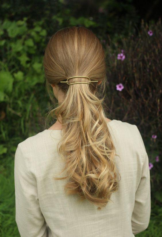 Зачіски з великими шпильками на літо: ТОП-30 варіантів