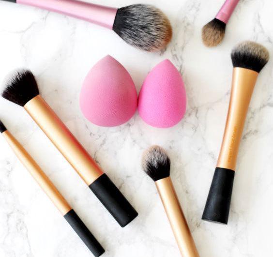 спонж и кисти для макияжа