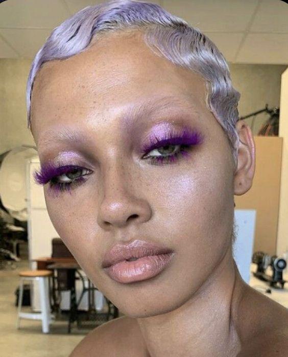 Тренд в макіяжі 2021: знебарвлені брови