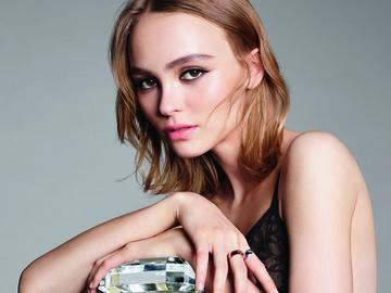 Лили Роуз Депп примерила на себя разнообразные образы в рекламе Chanel № 5