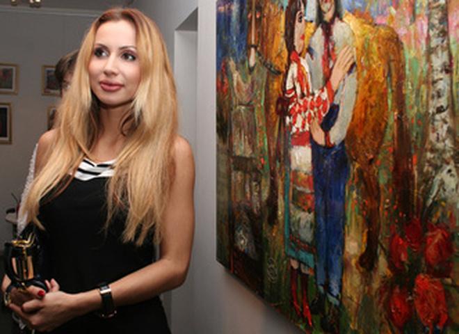 Снежана Егорова и Виктория Гресь позируют камерам