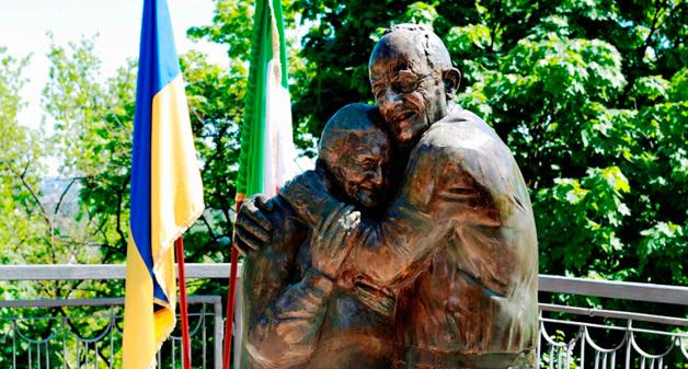 """ТОП-10 """"закоханих"""" статуй в світі"""