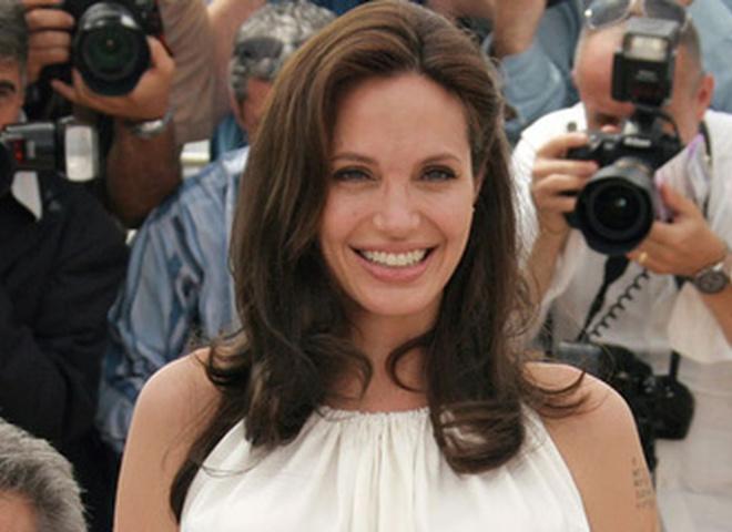 Анджелина Джоли (?)