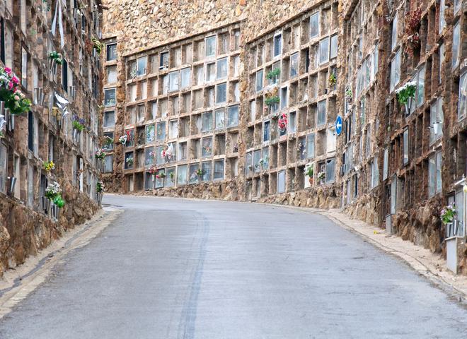 Барселона: экскурсия по самому необычному кладбищу Испании