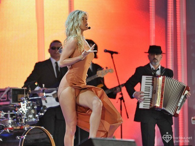поле зрения эротические концерты русских звезд кино и спорта вот