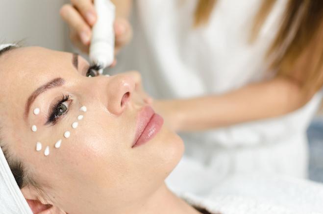 5 типових помилок в догляді за шкірою навколо очей