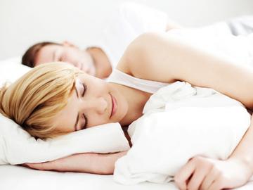 Вчені пояснили чому потрібно спати на лівому боці