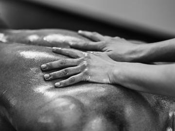 Еротичний масаж для чоловіка: здивуй його силою і ніжністю