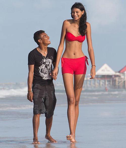 Настоящий мужик и его двухметровая девушка
