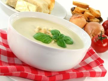 готуй сирний суп з грибами, цибулею або шинкою