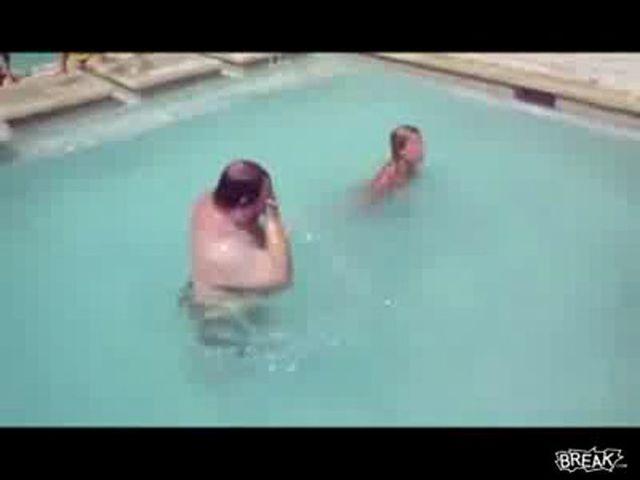Прикольные ролики в бассейне, секс нежный лесбиянки