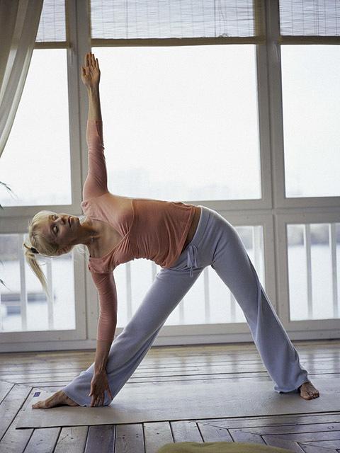 ТОП-5 звездных любительниц йоги