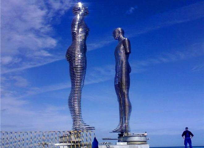 Цікаві місця Батумі: металева скульптура «Любов»