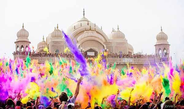 Яркий фестиваль красок Холи