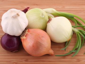 Помогает ли лук и чеснок при простуде