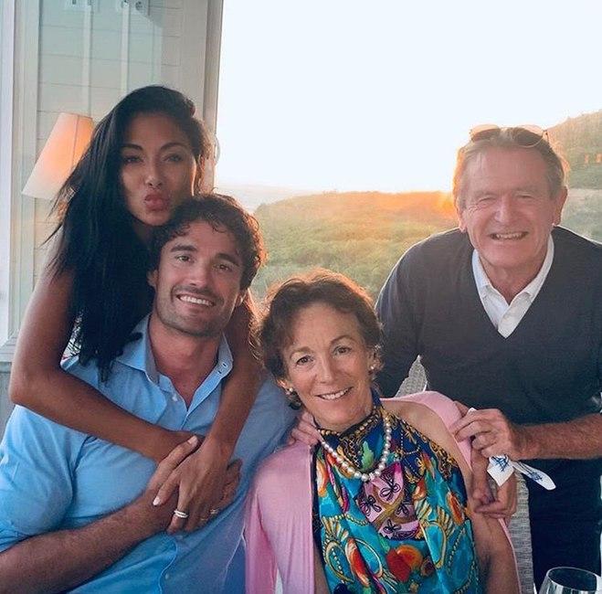 Том Эванс и Николь Шерзингер отдохнули в семейном кругу