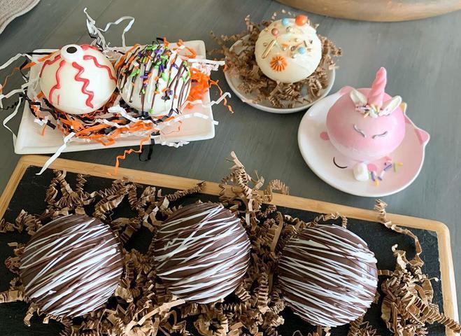 Hot Chocolate Bombs — популярный рецепт для осеннего напитка
