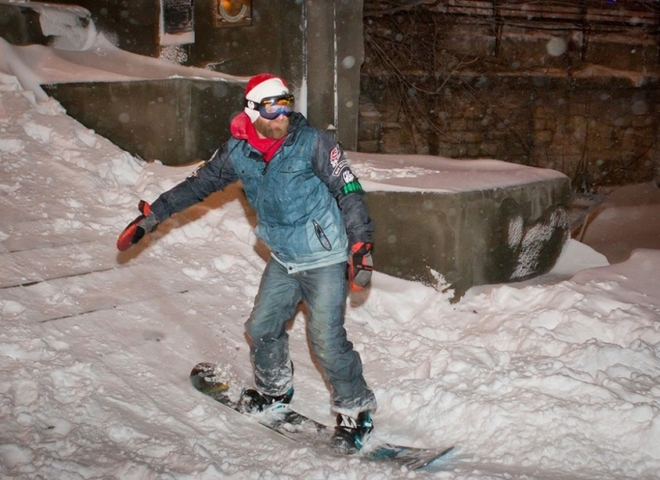 Зимние забавы: в Одессе появилась горнолыжная трасса