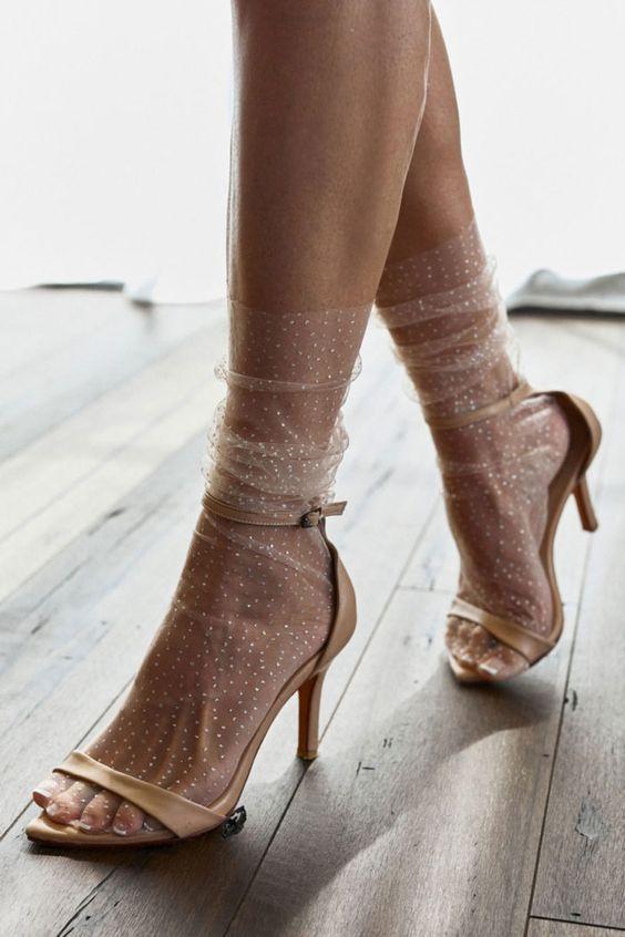 Для твоего комфорта: носки с босоножками, туфлями и шлепанцами на лето 2020