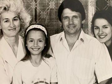 Маша Єфросиніна з родиною