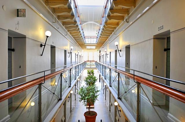 Готелі, в яких турист зобов'язаний провести ніч: готель-в'язниця Лангхольмен