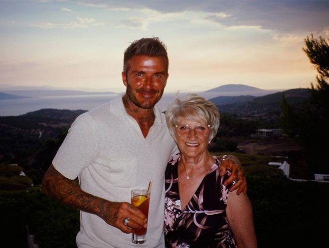 Девід Бекхем з мамою