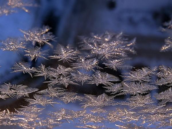 Зимние узоры на окнах