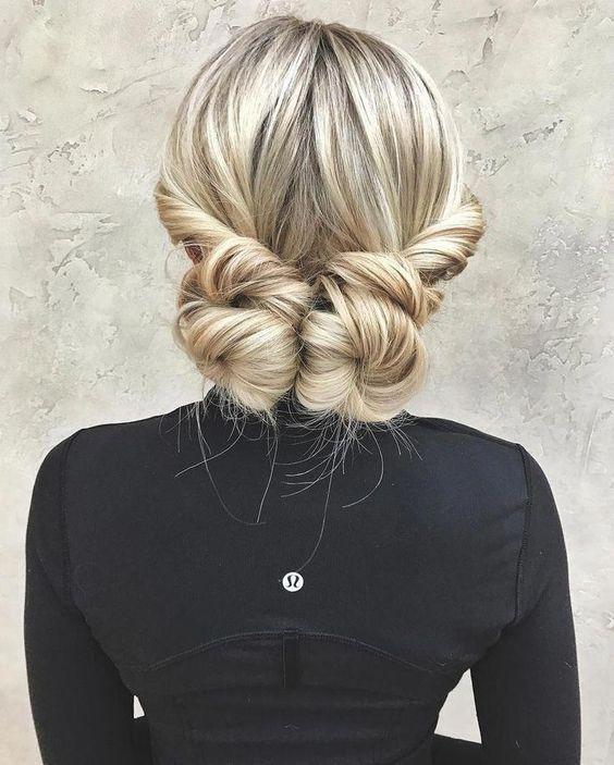 Прості зачіски в офіс на волосся середньої довжини