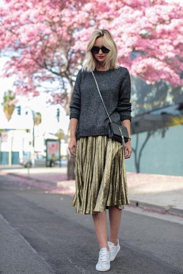 С чем носить блестящую юбку плиссе