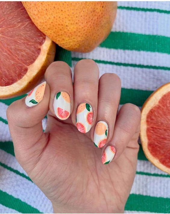 Маникюр с фруктами и ягодами: стильные идеи