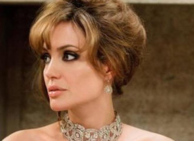Анжелина Джоли явно неравнодушна к украшениям