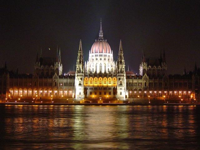 Де туристу відчути себе депутатом: Угорський парламент