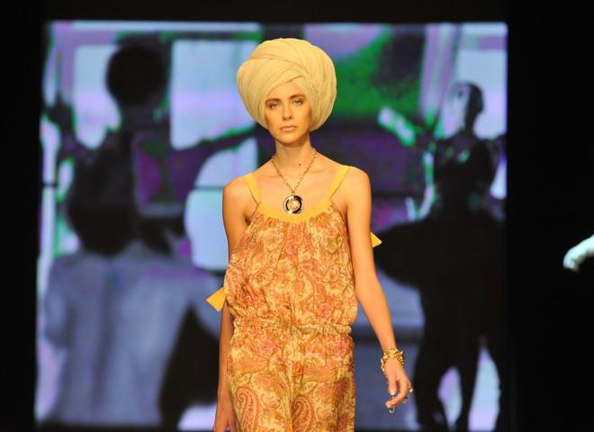 Дизайнеры одели весну 2010 в шифон и шелка