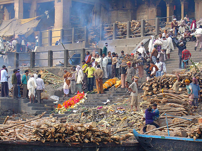 Умом Индию не понять: кремация умерших в Индии