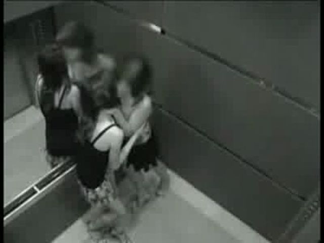 порно в лифте скрытая