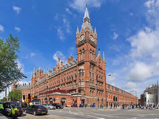 12 удивительных железнодорожных станций