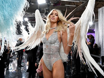 """Ангел"" Victoria's Secret Девон Виндзор"