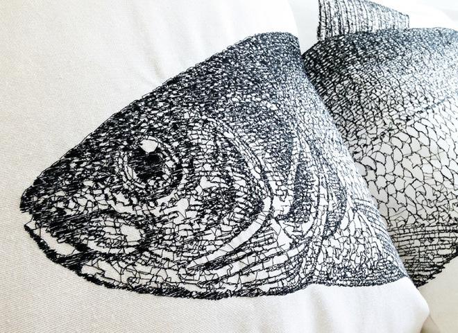 Рыбные подушки в интерьере