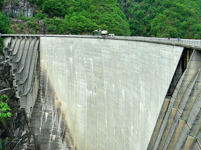 7 самых высоких банджи-прыжков: Плотина Верцаска (Швейцария)