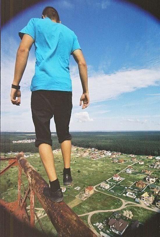 Смелый парень из Киева. Даже смотреть страшно!