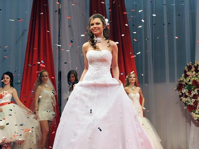 Весільні сукні  розбуди в коханому пристрасть (фото) - tochka.net f72cc8bd00629