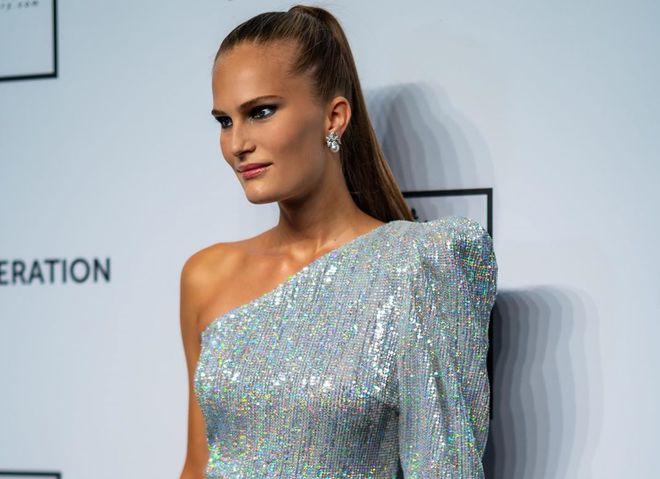 В чем встретить Новый год 2020: платья цвета металлик и комбинезоны