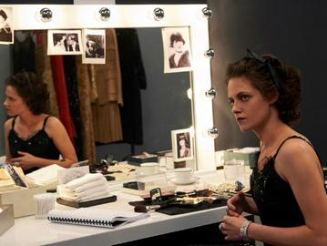 Кристен Стюарт в образе Коко Шанель