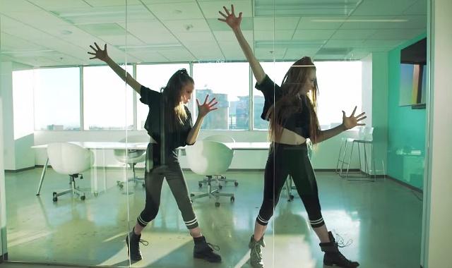 """Тейлор хата і Ларсен Томпсон """"підірвали інтернет"""" божевільним танцем під Бейонсе"""