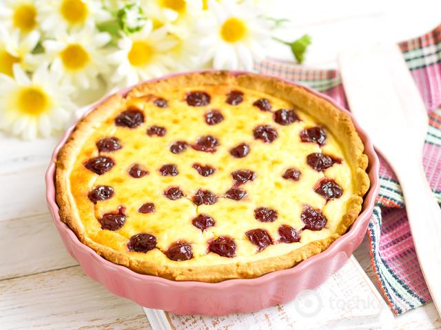 Пиріг з вишнями рецепт фото