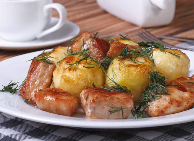 М'ясо з молодою картоплею